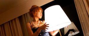 Азиатская проститутка с лампой